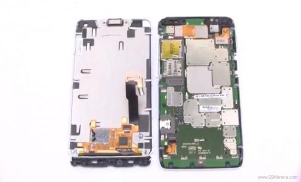 Motorola DROID RAZR M: ecco com'è fatto dentro