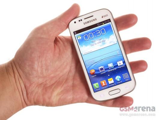 Samsung Galaxy S Duos: scatti dal vivo dello smartphone Dual SIM