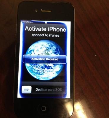 Apple iPhone 4S caduto in acqua, dopo sei mesi funziona ancora