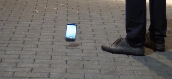 LG Nexus 4: test di resistenza alle cadute