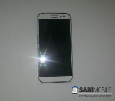 Samsung Galaxy S4 si mostra in una foto non ufficiale