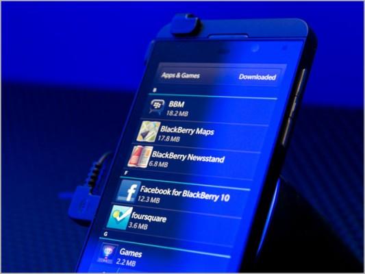 BlackBerry Z10: record di vendite in UK e Canada