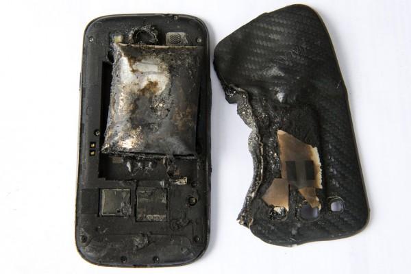 Samsung Galaxy S3 esploso in tasca a causa di batteria non originale