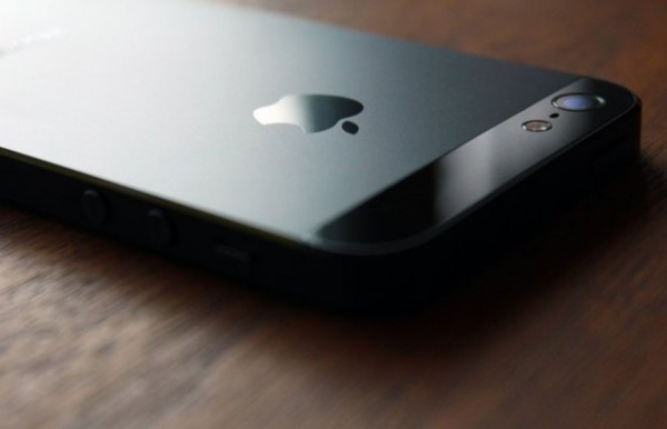 Gli utenti preferiscono il Samsung Galaxy S4 all'Apple iPhone 5, secondo un sondaggio
