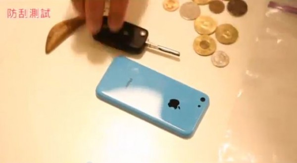 Apple iPhone 5C: video sulla resistenza ai graffi