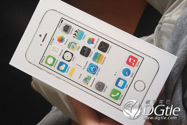 iPhone 5S e iPhone 5C: prime foto di unboxing