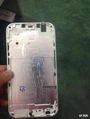 iPhone 6: nuove immagini della scocca metallica