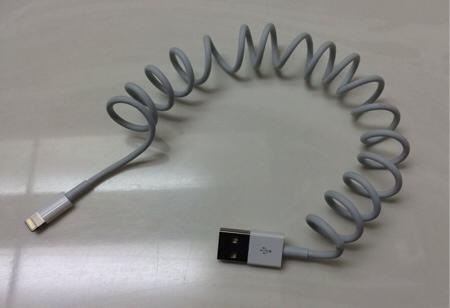 Come trasformare il cavo di ricarica dell'iPhone in un cavo a spirale